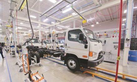 Sector automotriz, el más afectado si se revisa TLC: IP