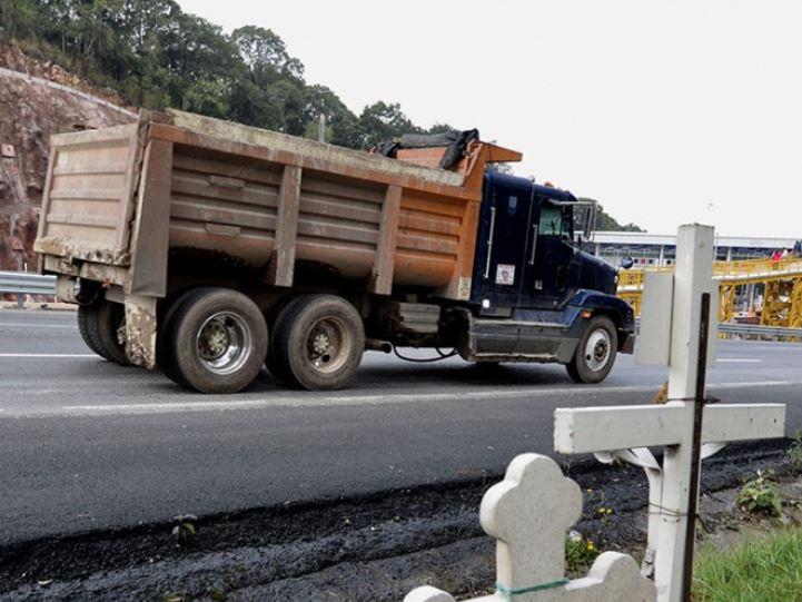 Reportan alza de robos a camiones de carga en el Circuito Mexiquense